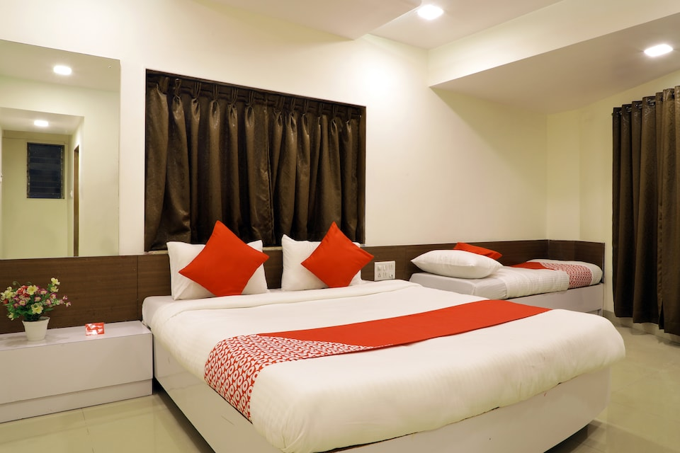 OYO 12209 Hotel Anupama