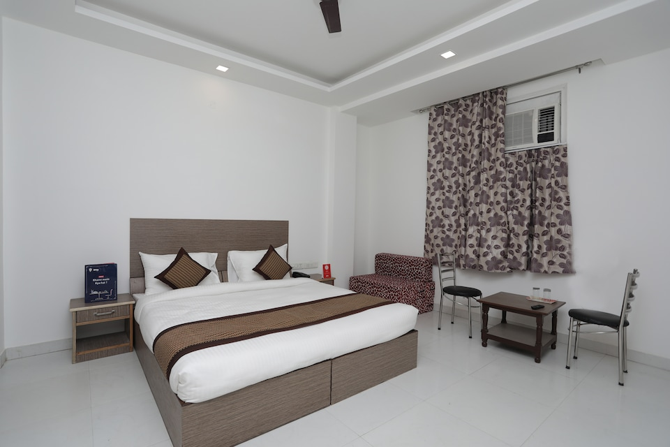 OYO 12235 Hotel Bliss Continental