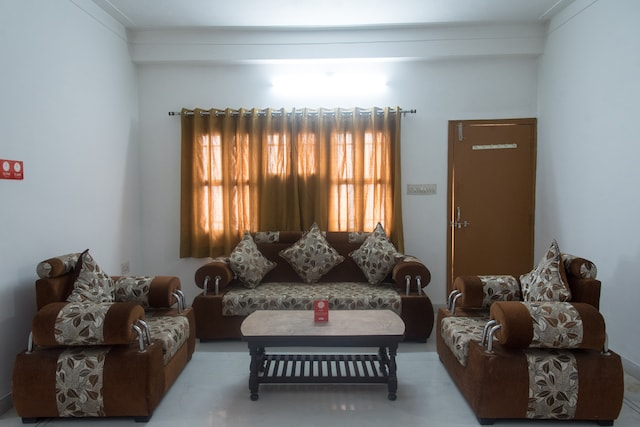 OYO 12240 Home Peaceful 3BHK Hiran Magri