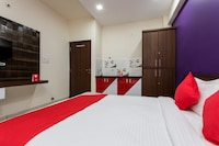 OYO 12353 Jineshwari Hotel