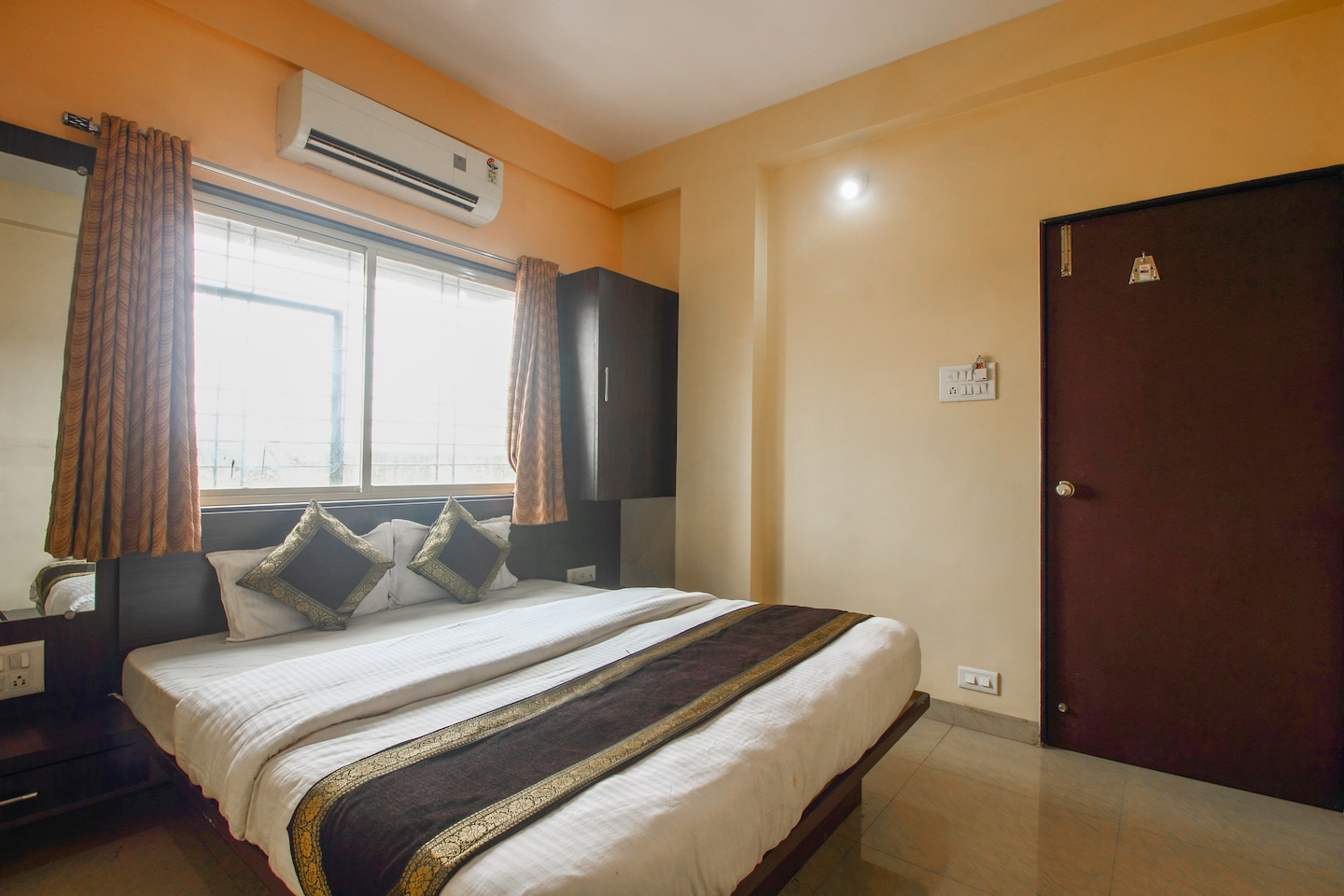 OYO 12355 Hotel New Jagdamba Lodging -1