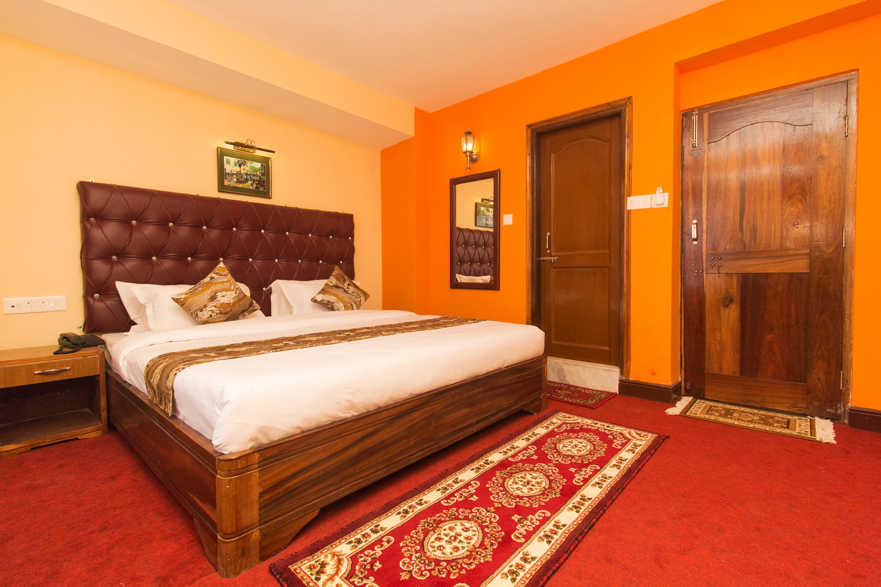 Hotel Gallarey OYO 12370 Royal Sarava
