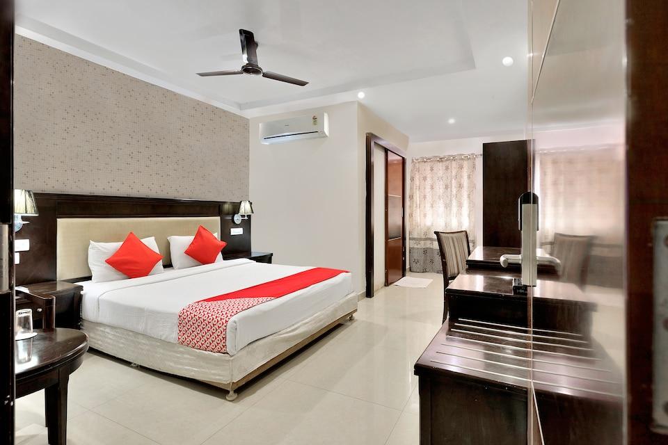Capital O 12384 Hotel Rudra Grand, Kondapur, Hyderabad