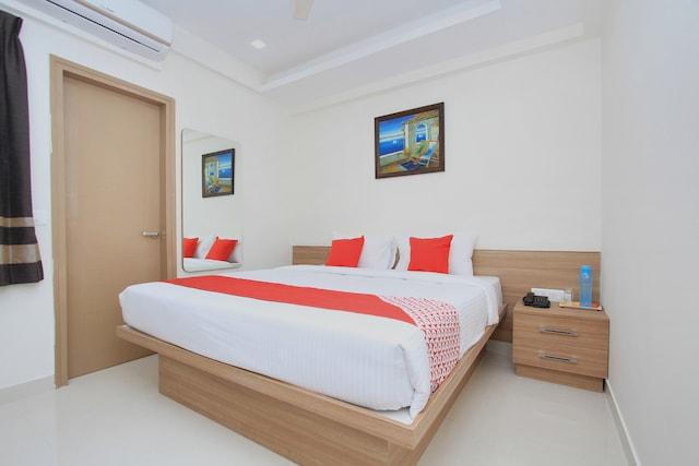 OYO 12465 SIRI Residency