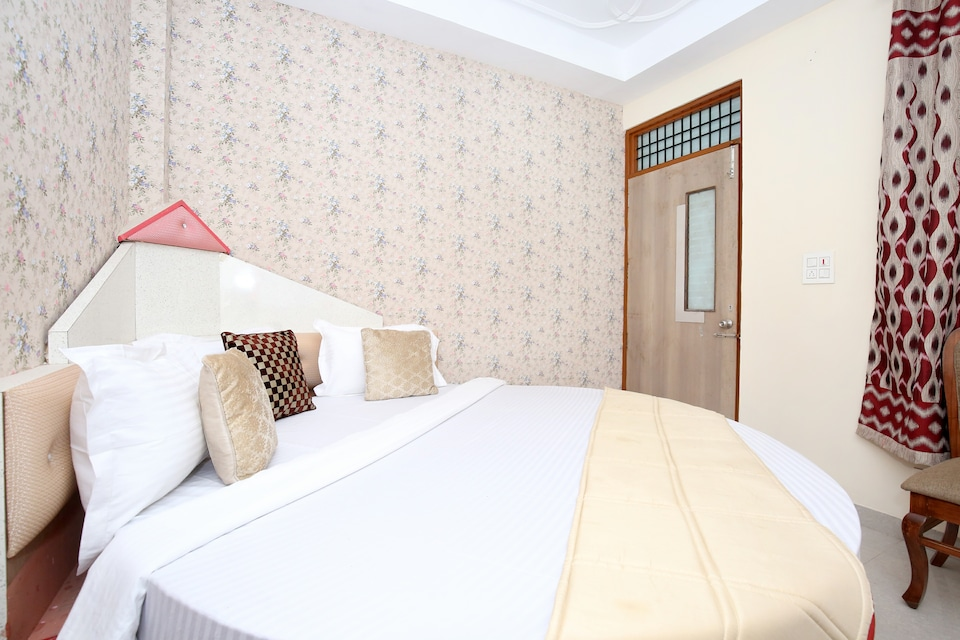 OYO 12745 Hotel Red House