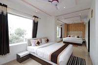 OYO 12750 Hotel Jalsa Deluxe