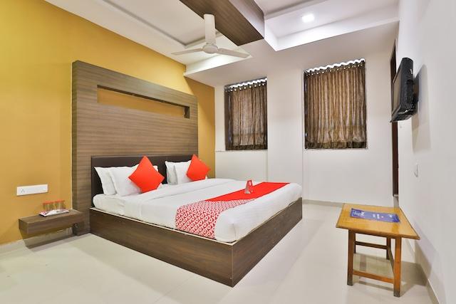 OYO 12800 Hotel VLEE