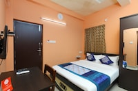 OYO 12831 ITS South East Residency Deluxe