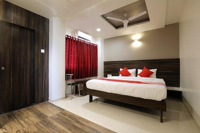 OYO 12844 Sri Sai Suites