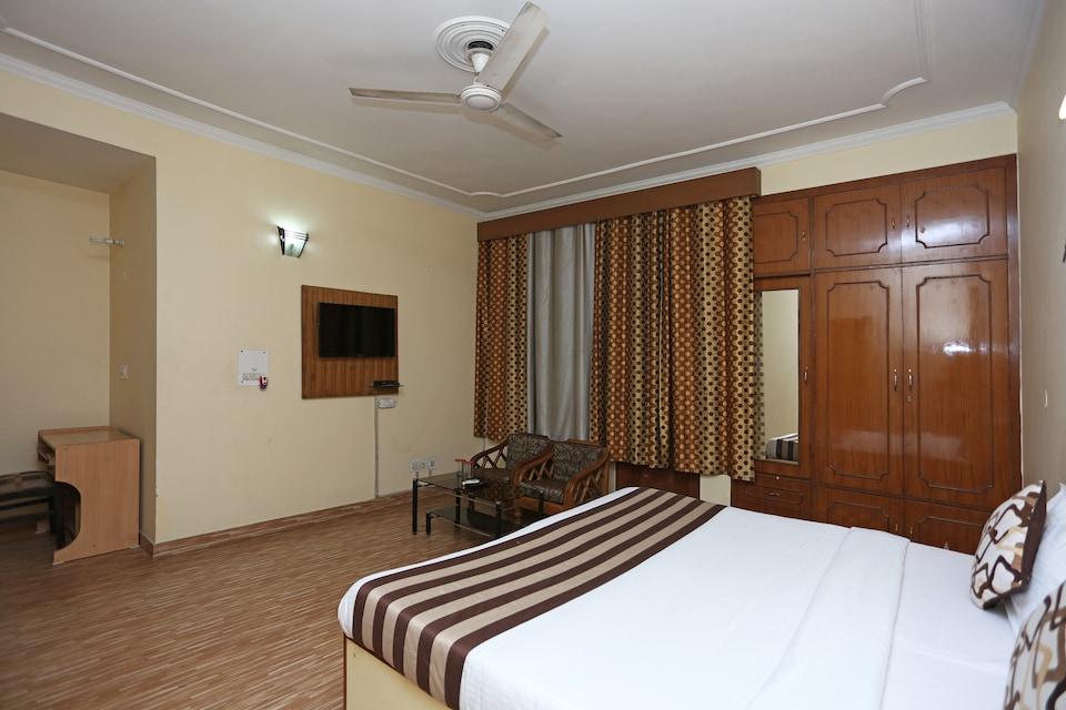 OYO 402 Hotel Noida Residency, Noida City Metro, Noida