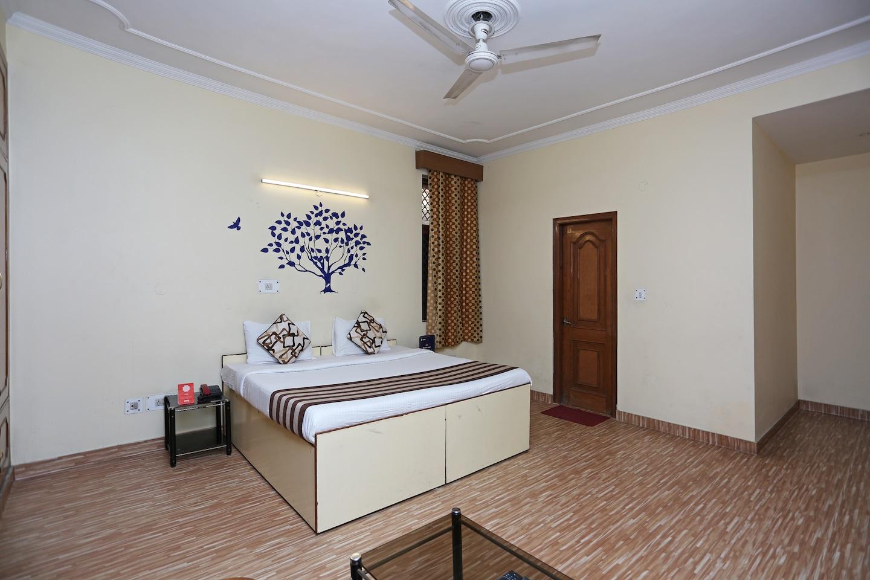 OYO 402 Hotel Noida Residency -1
