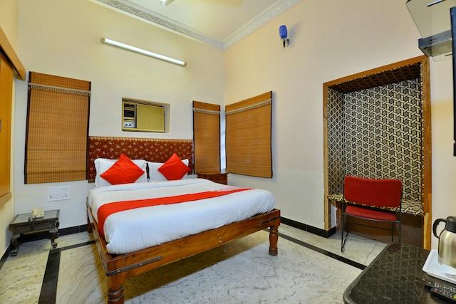 OYO 9900 Hotel Pioneer Plaza
