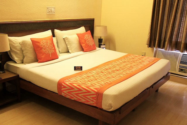 OYO Rooms 236 Near Sikanderpur Metro Station