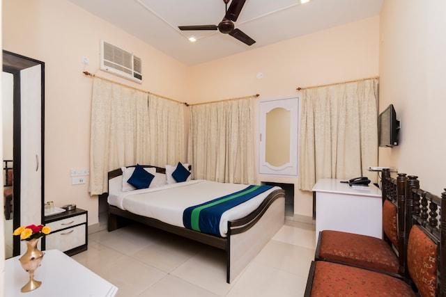 OYO 8998 Hotel Aayash