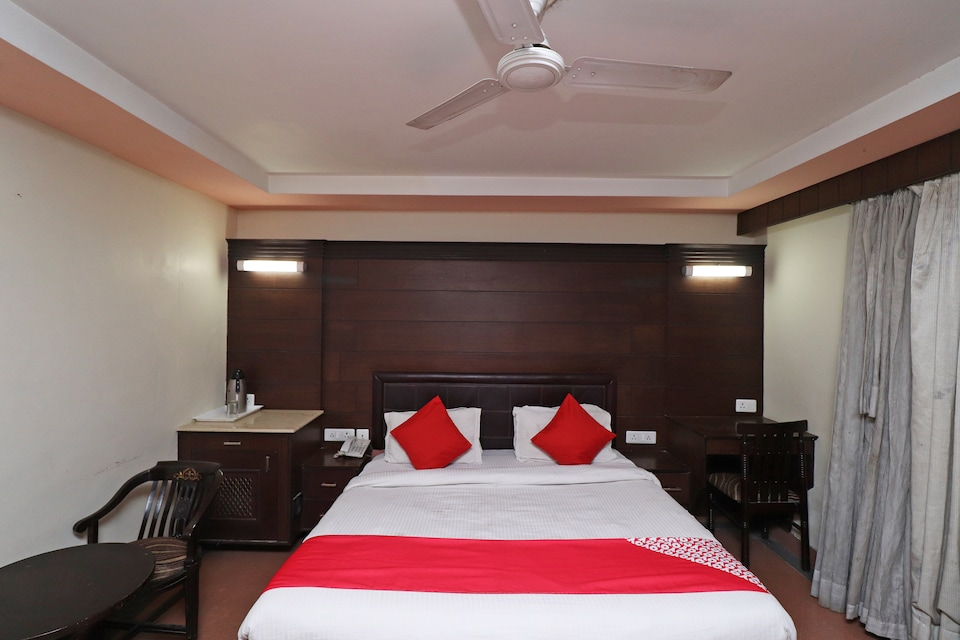 OYO 1835 Hotel Bluemont, Agra Fort, Agra