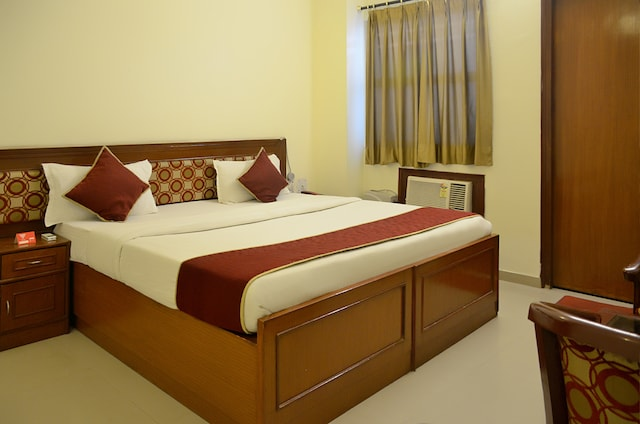 OYO Rooms 030 Gomti Nagar Singapore Mall