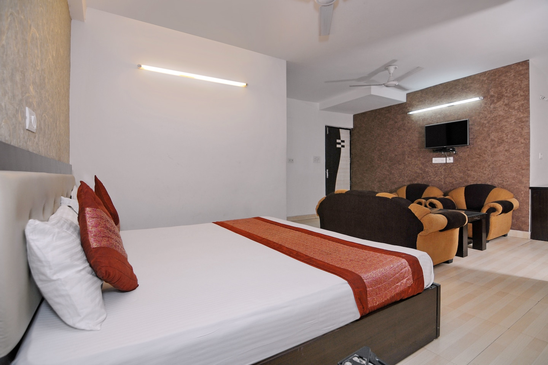 OYO 2041 Hotel Silver Land -1
