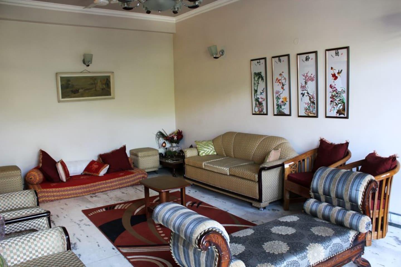 OYO Homes 275 Saket J Block Hotel Hall/Lobby/Decor/Living Room-1