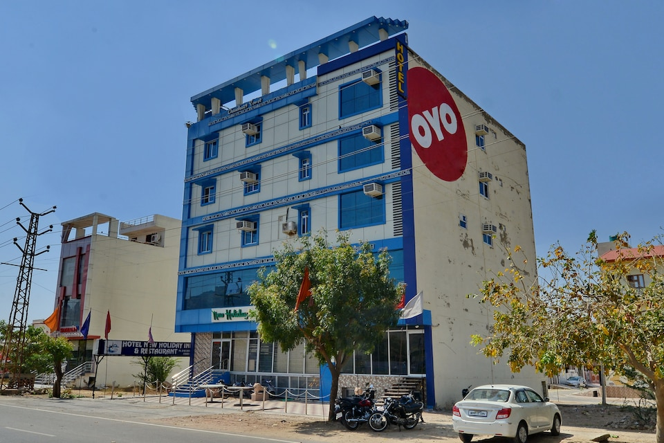 OYO 2061 Hotel New Holiday Inn