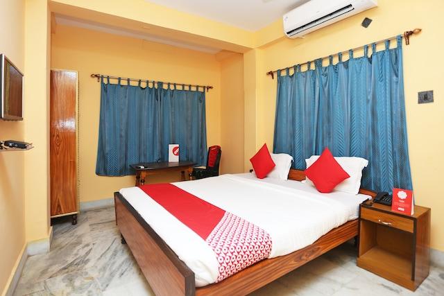 OYO 12896 Hotel Kahini