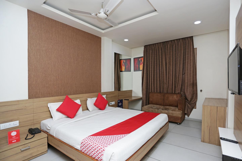 OYO 12909 Hotel Siya Palace -1