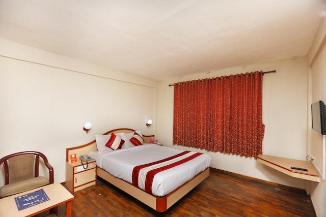 OYO 12956 Royal Hotel