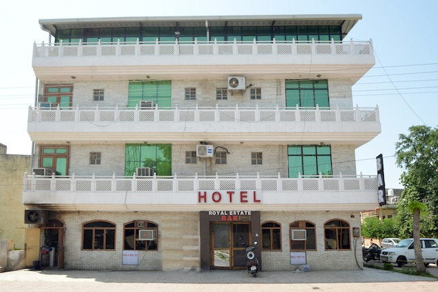 OYO 9464 Hotel Royal Estate