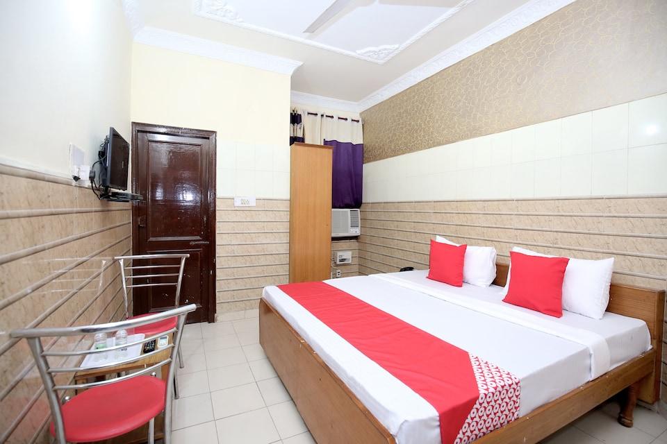 OYO 12967 Hotel Simran