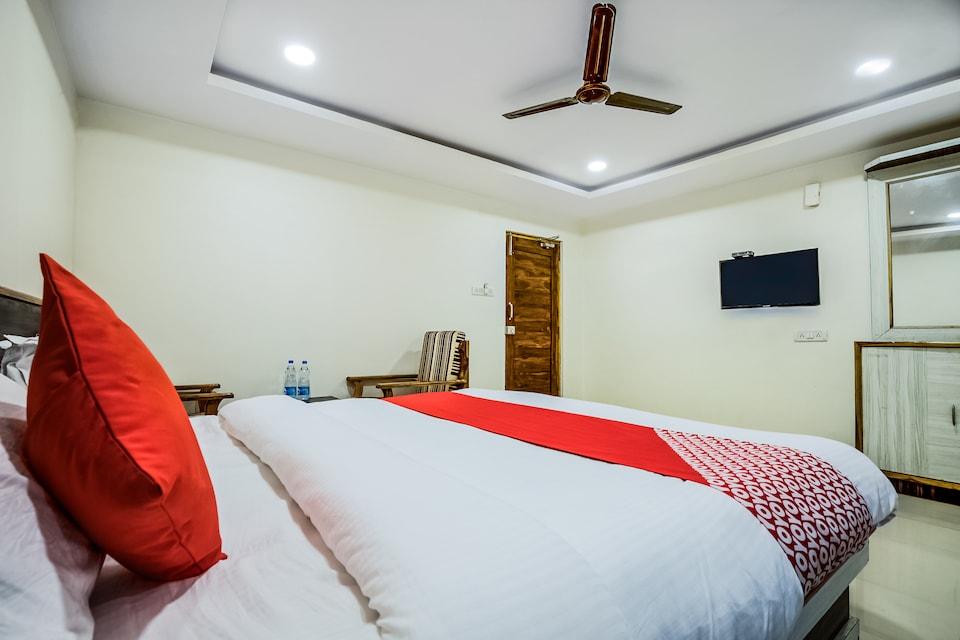 OYO 12973 Hotel Crystal, Nakkalagutta Hanamkonda Warangal, Warangal