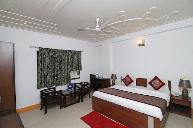 OYO 12995 Hotel Delhi Inn