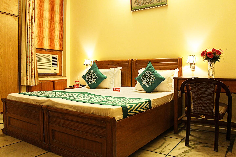 OYO 2093 Home Stay Sargam Residency Room-1