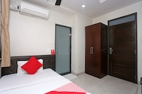 Capital O 2146 Hotel Tilak Saver