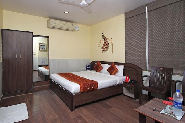 OYO 2206 Hotel Rajawat Manor