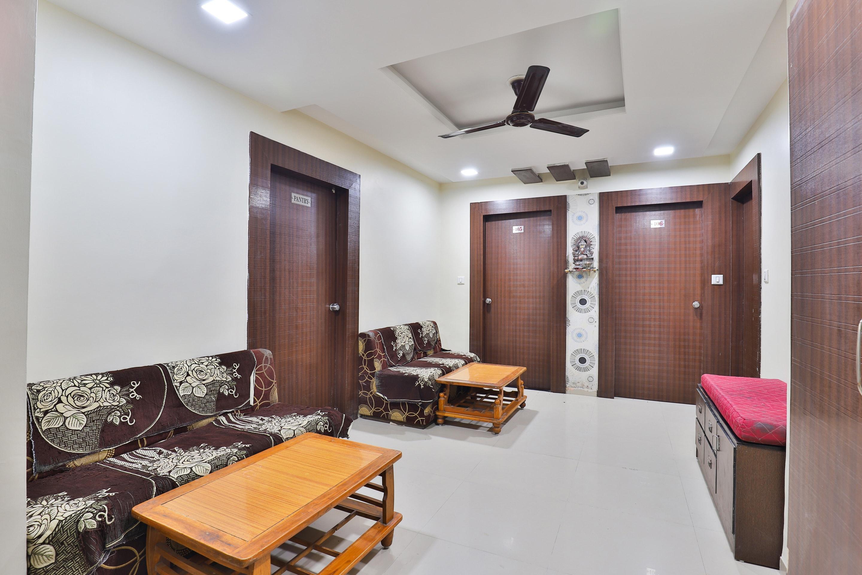 OYO 11985 Hotel Kushboo
