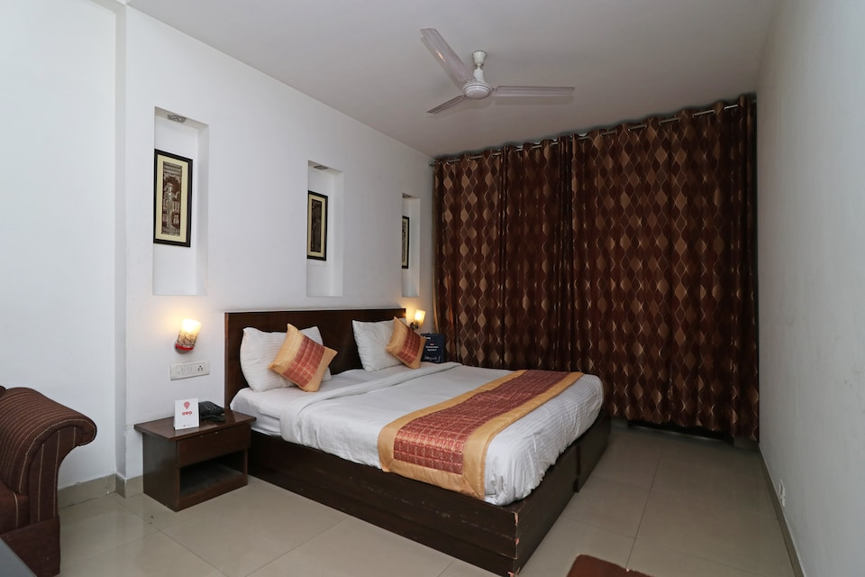 OYO 301 Hotel Mulberry Retreat