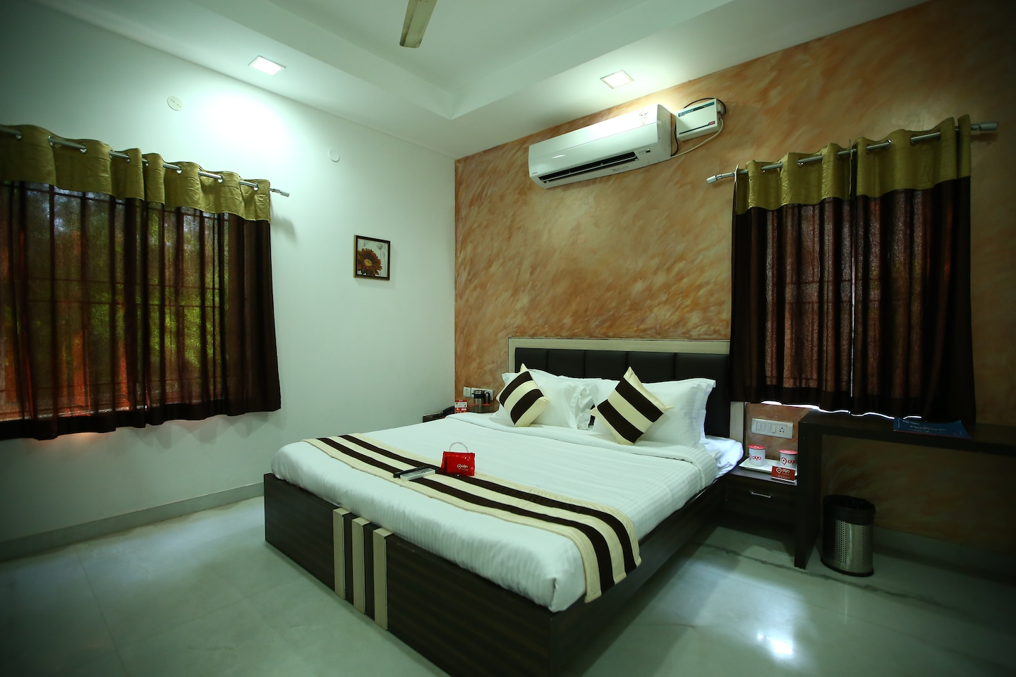 OYO 2282 Apartment Velachery Room-1