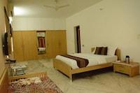 OYO Apartments 115 Pakwan Cross Road