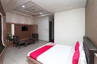 OYO 2297 Hotel Crown Deluxe