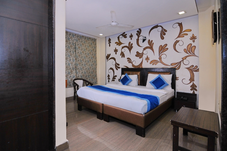 OYO 476 Hotel Gera's, Kalkaji Delhi, Delhi