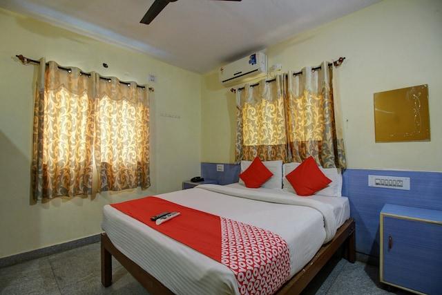 OYO 2420 Hotel Ample Inn