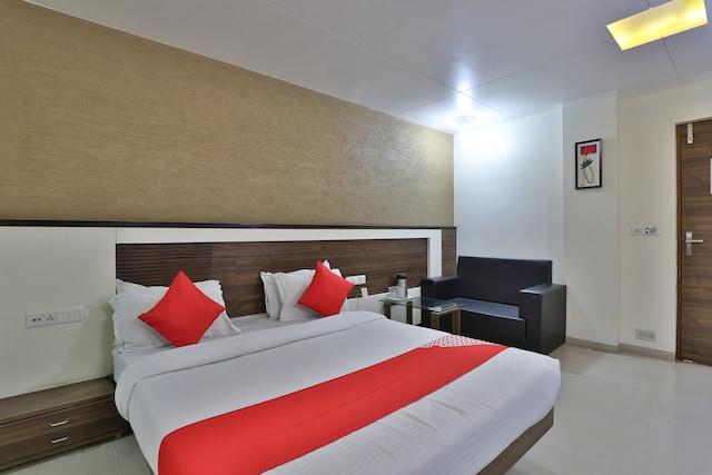 OYO 2430 Hotel Apex Deluxe