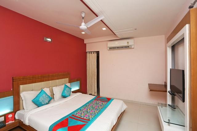 OYO 2450 Hotel Laxmi Residency