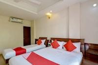 OYO 2453 Hotel Mangesh Plaza