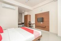 OYO 490 Hotel Compact Maple Leaf