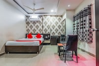 OYO 13114 SVS Luxury Rooms Saver