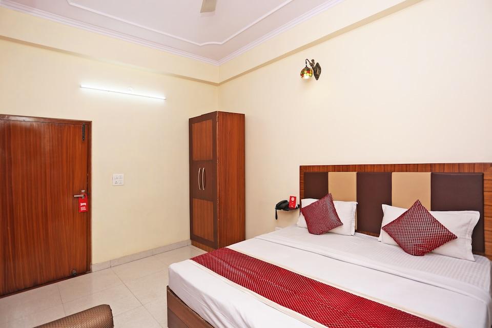 OYO 13200 HOTEL CHANDRA PALACE