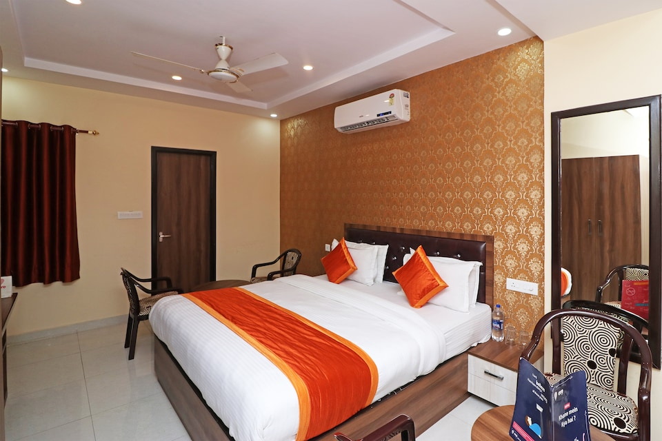 OYO 13233 Lucknow Grand Inn