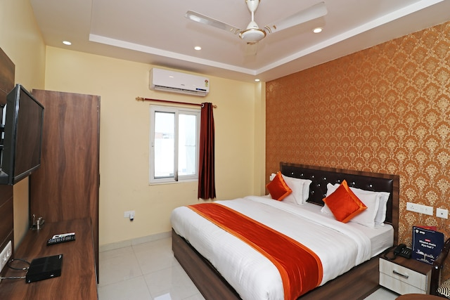 OYO 13233 Lucknow Grand Inn Deluxe