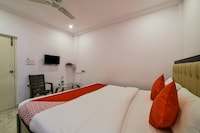 OYO 13251 Hotel Three Castles Deluxe