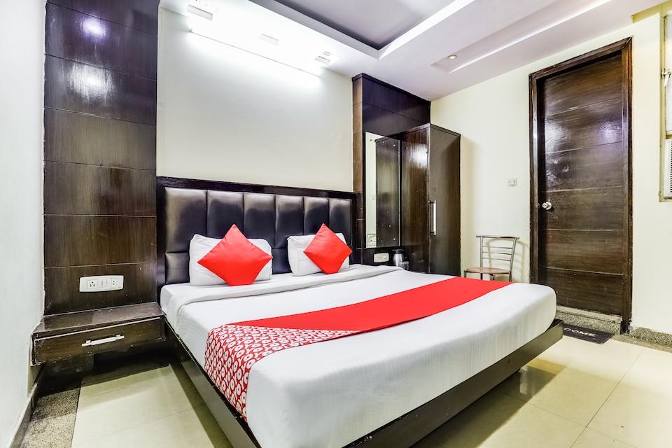 OYO 13252 Hotel Chander Palace
